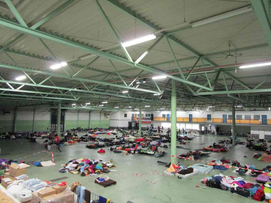 Rotes Kreuz: Flüchtlingsbetreuung Informhalle September 2015