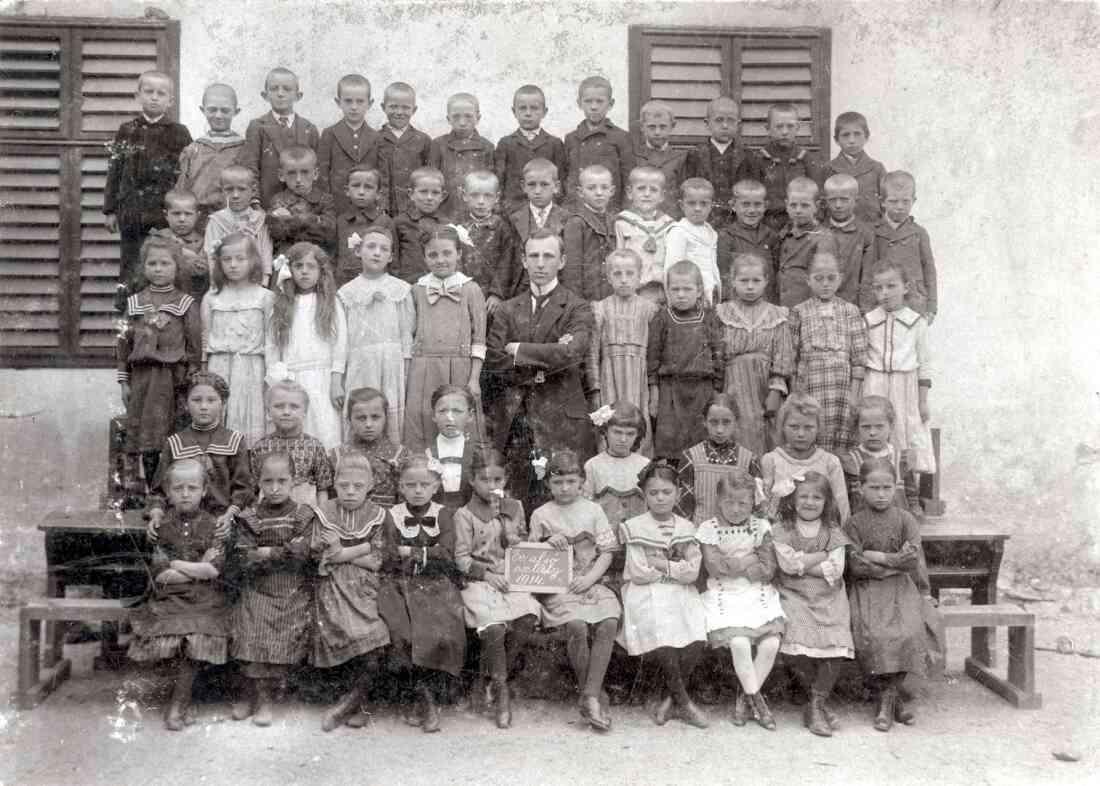 Unterstufe der Evangelischen Schule in Oberwart (Evangelische Kirchen-Gasse) im Jahre 1914