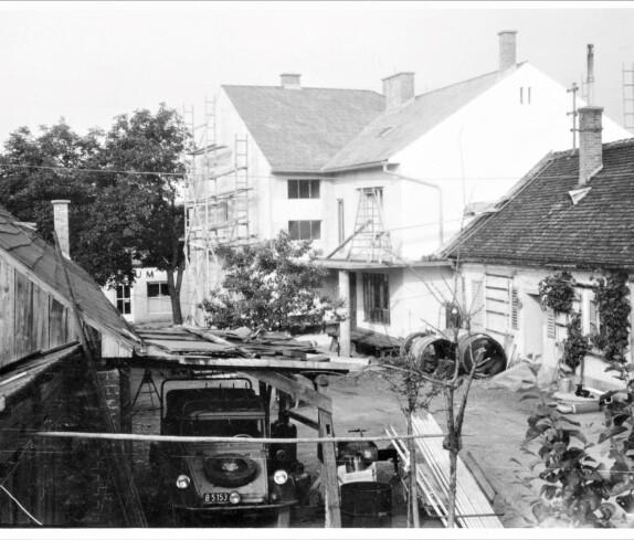 Innenhof des Installations- und Spenglerbetriebs Ludwig Schober (Steinamangererstraße 1)