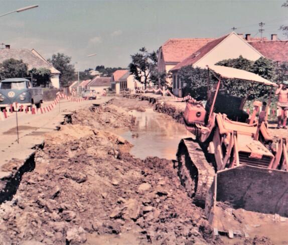 Straßenbauarbeiten in der Steinamangererstraße im Zuge der Verlegung der Pinka in den 60-er Jarhen