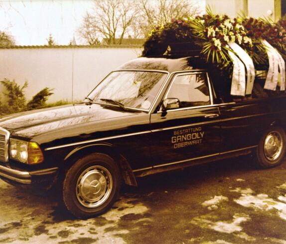 Leichenwagen der Marke Mercedes / Bestattung Gangoly