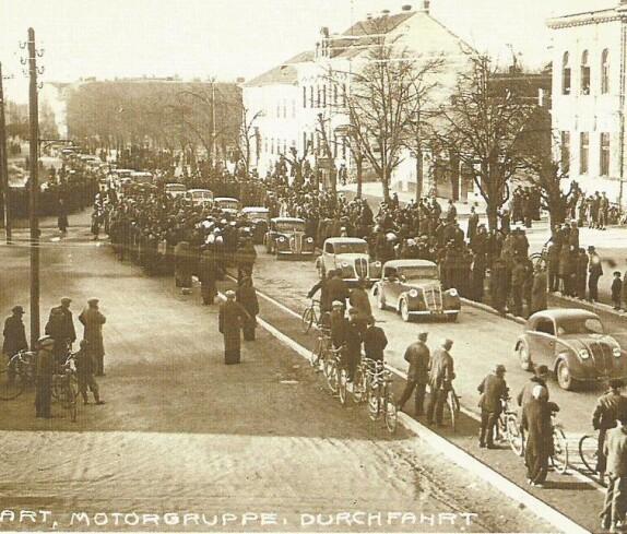 Durchfahrt Motorgruppe 1938 (Hauptplatz)
